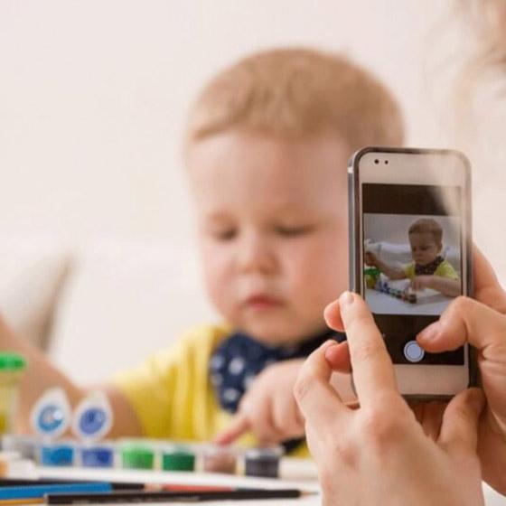صورة رقم 7 - قد تتحول إلى ستيكرات مذلة ووسيلة لابتزازهم.. هذه مخاطر نشر الآباء صور الأطفال على الإنترنت