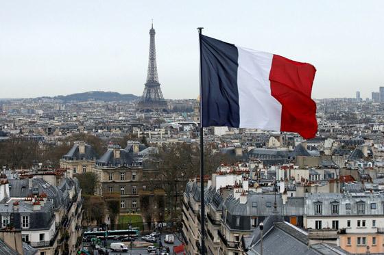 برج إيفل الفرنسي.. بلون جديد صورة رقم 2