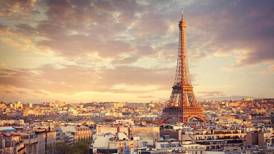 برج إيفل الفرنسي.. بلون جديد صورة رقم 3