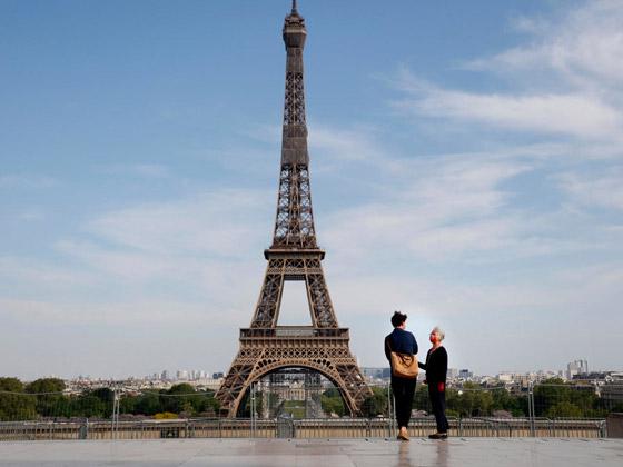 برج إيفل الفرنسي.. بلون جديد صورة رقم 4