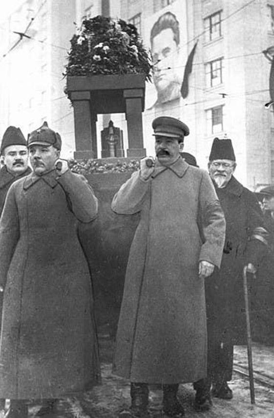 مسؤول منشق فضح السوفيت وغيّر مستقبل الحرب العالمية صورة رقم 6