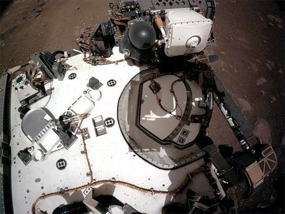 صورة رقم 3 - ناسا تنشر الصور الأولى لسطح المريخ التي التقطتها المركبة الفضائية