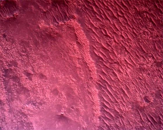 صورة رقم 6 - ناسا تنشر الصور الأولى لسطح المريخ التي التقطتها المركبة الفضائية
