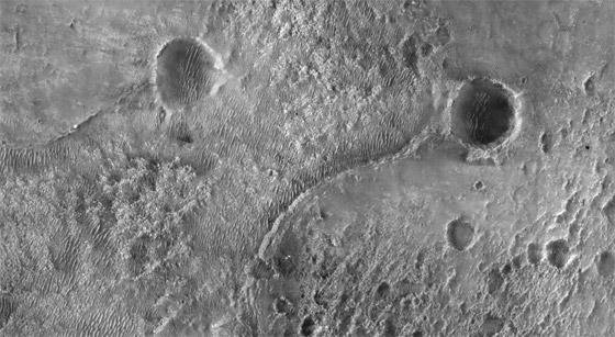صورة رقم 8 - ناسا تنشر الصور الأولى لسطح المريخ التي التقطتها المركبة الفضائية