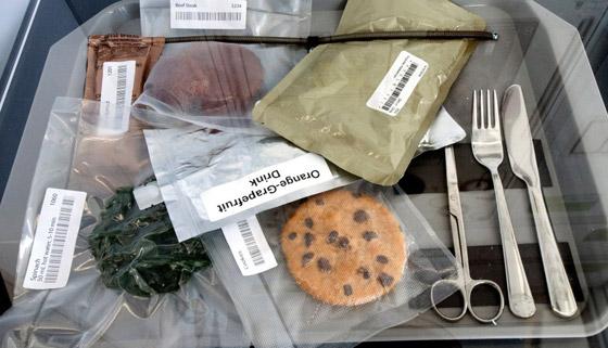 صورة رقم 6 - ملح سائل وكوكتيل الروبيان.. إليكم أغرب الأطعمة التي يتناولها رواد الفضاء