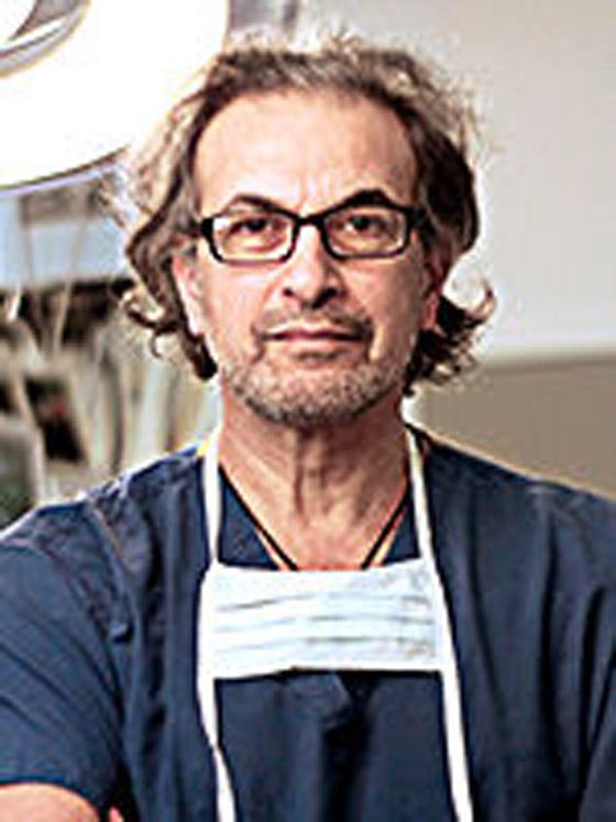 صورة رقم 6 - جراح أردني الأصل بين فريق يعالج الأمير فيليب بالمستشفى