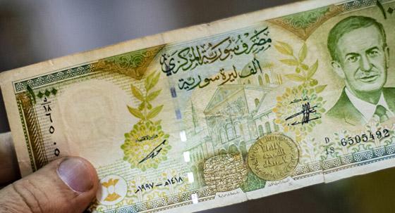 صورة رقم 2 - لبنان ليست الأولى.. 4 دول عربية تعاني من انهيار العملة