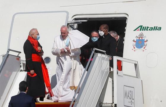 صورة رقم 7 - فيديو وصور: بابا الفاتيكان فرنسيس يصل إلى العراق في زيارة تاريخية