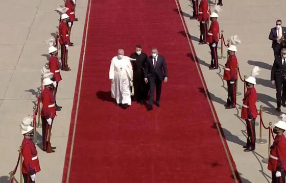 صورة رقم 11 - فيديو وصور: بابا الفاتيكان فرنسيس يصل إلى العراق في زيارة تاريخية