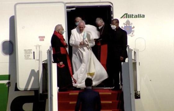 صورة رقم 22 - فيديو وصور: بابا الفاتيكان فرنسيس يصل إلى العراق في زيارة تاريخية