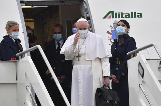 صورة رقم 1 - فيديو وصور: بابا الفاتيكان فرنسيس يصل إلى العراق في زيارة تاريخية