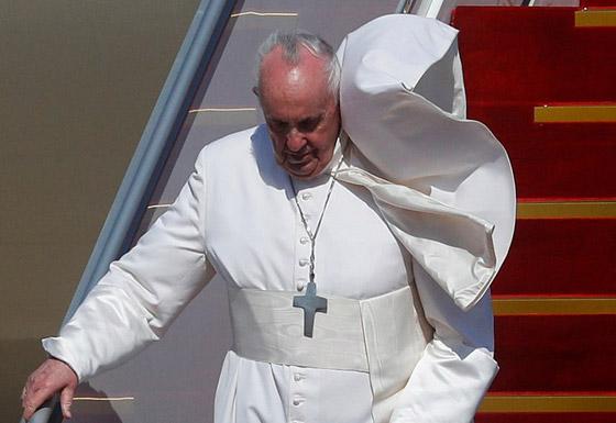 صورة رقم 28 - فيديو وصور: بابا الفاتيكان فرنسيس يصل إلى العراق في زيارة تاريخية