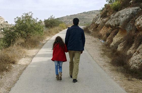 صورة رقم 3 - فلسطين تشق طريقها نحو الأوسكار بـ(الهدية).. قصة حقيقية وظهور خاص للجدار العازل