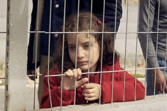 صورة رقم 2 - فلسطين تشق طريقها نحو الأوسكار بـ(الهدية).. قصة حقيقية وظهور خاص للجدار العازل