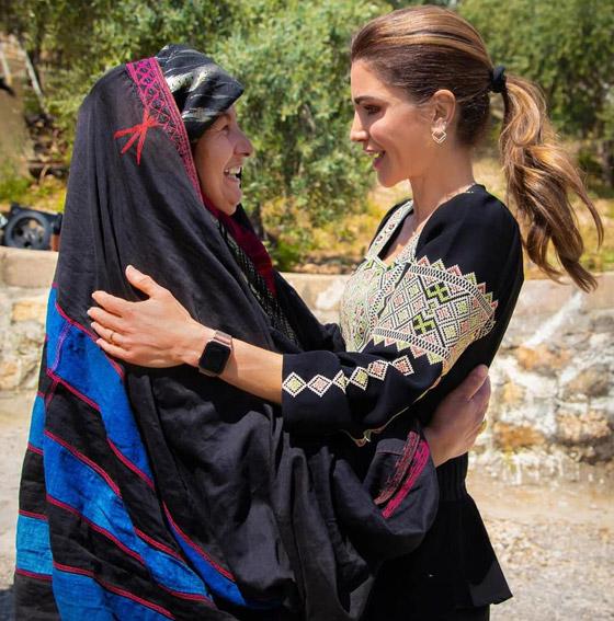 صورة رقم 11 - الثوب الأردني التقليدي على الملكة رانيا: التراث الأصيل في أبهى صوره