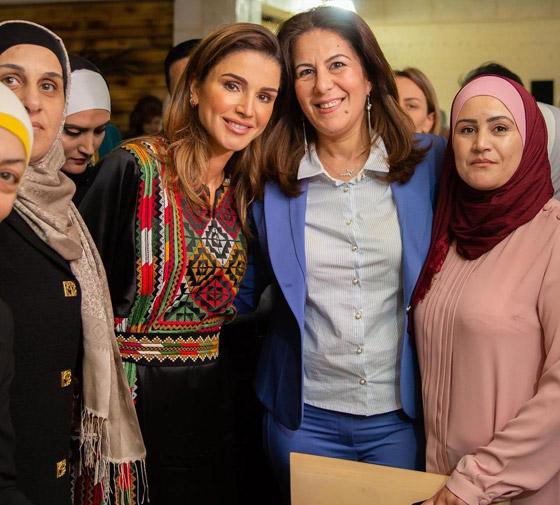 صورة رقم 12 - الثوب الأردني التقليدي على الملكة رانيا: التراث الأصيل في أبهى صوره