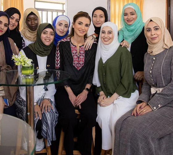 صورة رقم 14 - الثوب الأردني التقليدي على الملكة رانيا: التراث الأصيل في أبهى صوره