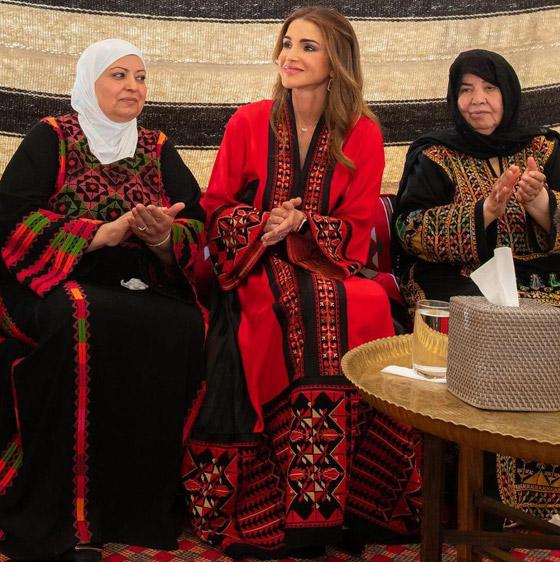 صورة رقم 7 - الثوب الأردني التقليدي على الملكة رانيا: التراث الأصيل في أبهى صوره