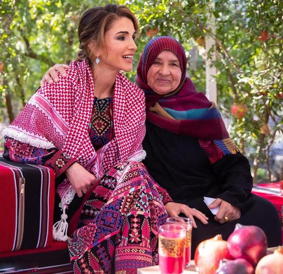 صورة رقم 15 - الثوب الأردني التقليدي على الملكة رانيا: التراث الأصيل في أبهى صوره