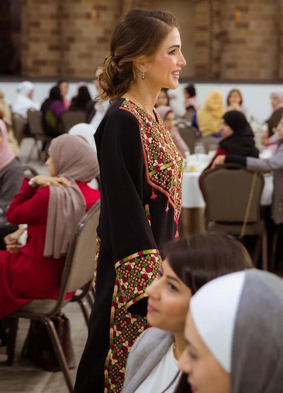 صورة رقم 17 - الثوب الأردني التقليدي على الملكة رانيا: التراث الأصيل في أبهى صوره