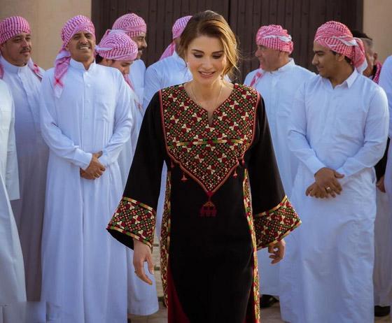 صورة رقم 4 - الثوب الأردني التقليدي على الملكة رانيا: التراث الأصيل في أبهى صوره