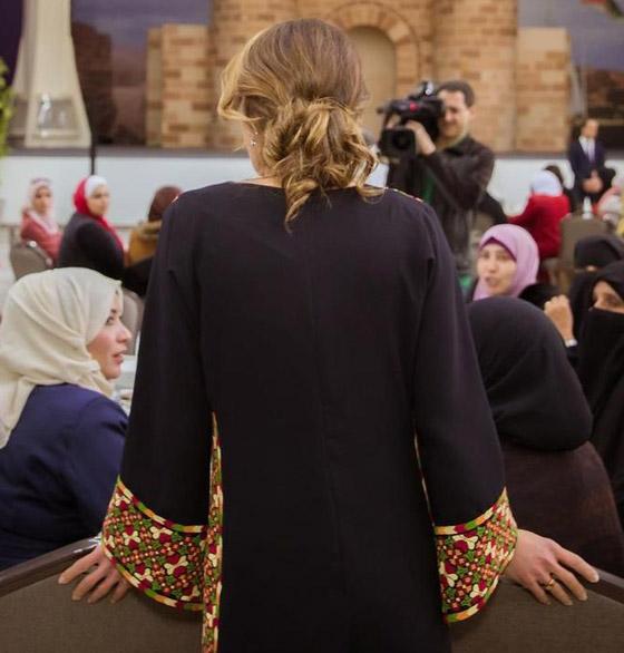 صورة رقم 18 - الثوب الأردني التقليدي على الملكة رانيا: التراث الأصيل في أبهى صوره