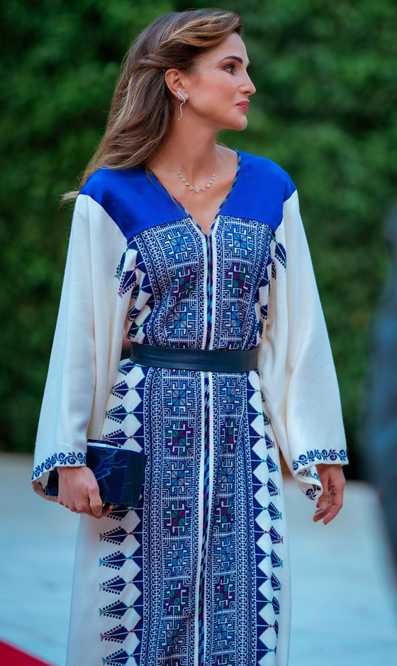 صورة رقم 8 - الثوب الأردني التقليدي على الملكة رانيا: التراث الأصيل في أبهى صوره