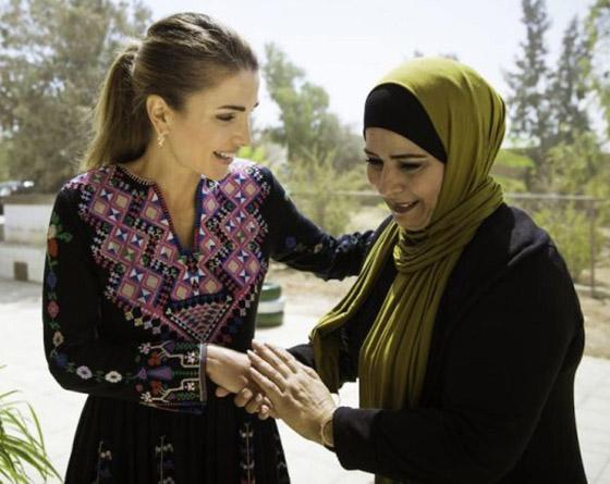 صورة رقم 21 - الثوب الأردني التقليدي على الملكة رانيا: التراث الأصيل في أبهى صوره