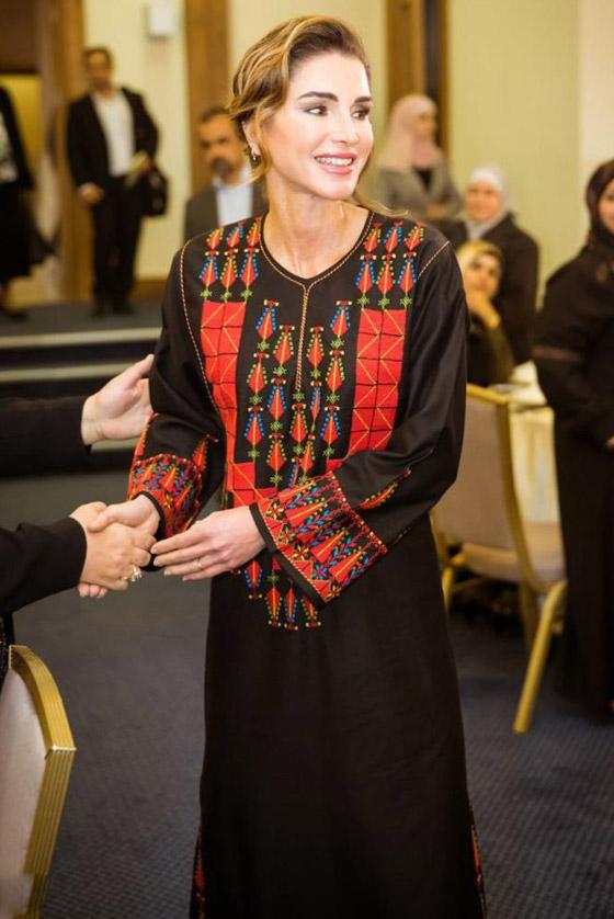 صورة رقم 22 - الثوب الأردني التقليدي على الملكة رانيا: التراث الأصيل في أبهى صوره