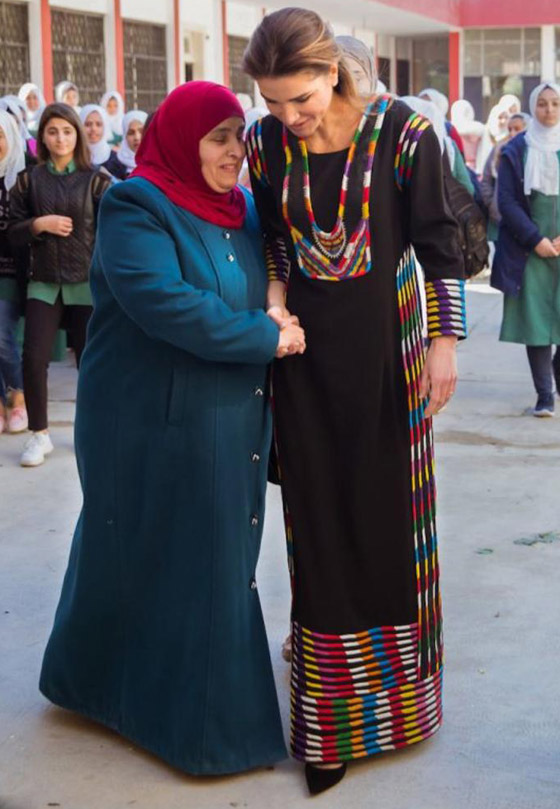 صورة رقم 25 - الثوب الأردني التقليدي على الملكة رانيا: التراث الأصيل في أبهى صوره
