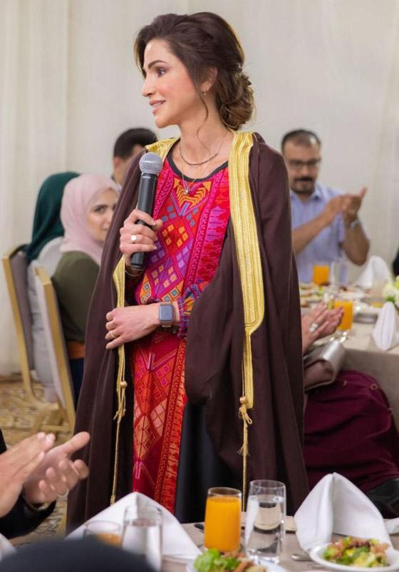 صورة رقم 6 - الثوب الأردني التقليدي على الملكة رانيا: التراث الأصيل في أبهى صوره