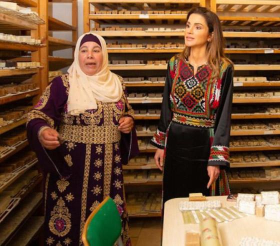 صورة رقم 28 - الثوب الأردني التقليدي على الملكة رانيا: التراث الأصيل في أبهى صوره