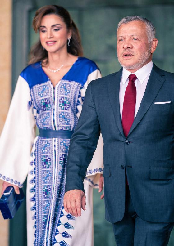صورة رقم 5 - الثوب الأردني التقليدي على الملكة رانيا: التراث الأصيل في أبهى صوره