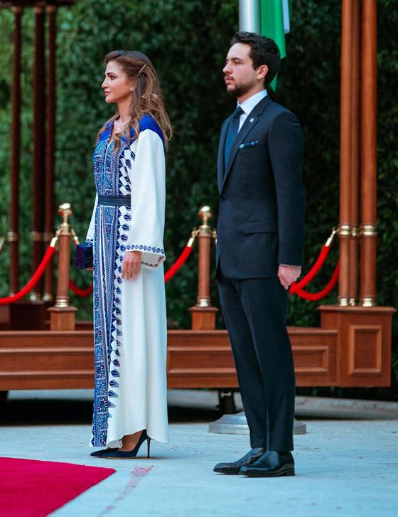 صورة رقم 30 - الثوب الأردني التقليدي على الملكة رانيا: التراث الأصيل في أبهى صوره