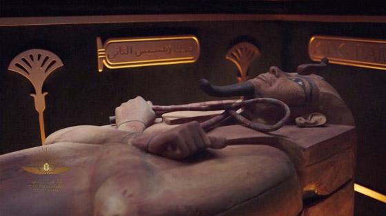 صورة رقم 1 - الرحلة الذهبية: مشهد تاريخي لنقل المومياوات المصرية الملكية بموكب مهيب