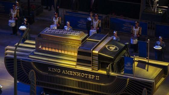 صورة رقم 7 - الرحلة الذهبية: مشهد تاريخي لنقل المومياوات المصرية الملكية بموكب مهيب