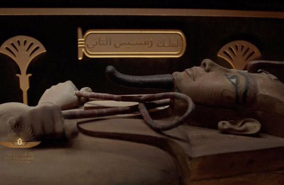 صورة رقم 8 - الرحلة الذهبية: مشهد تاريخي لنقل المومياوات المصرية الملكية بموكب مهيب