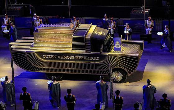 صورة رقم 10 - الرحلة الذهبية: مشهد تاريخي لنقل المومياوات المصرية الملكية بموكب مهيب