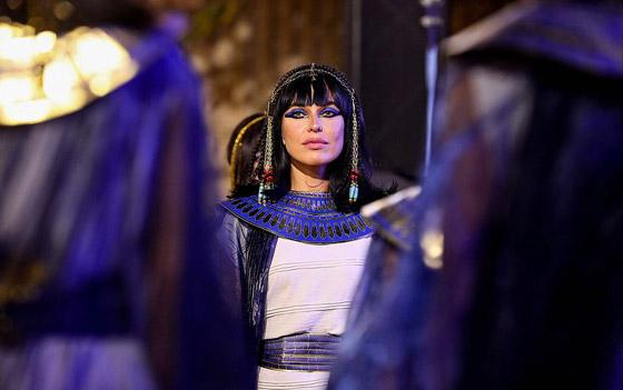 صورة رقم 20 - الرحلة الذهبية: مشهد تاريخي لنقل المومياوات المصرية الملكية بموكب مهيب