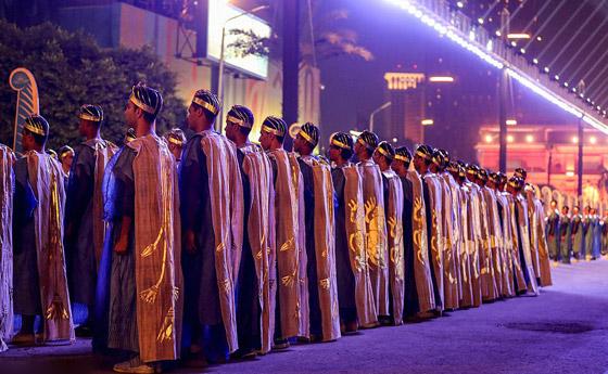 صورة رقم 21 - الرحلة الذهبية: مشهد تاريخي لنقل المومياوات المصرية الملكية بموكب مهيب
