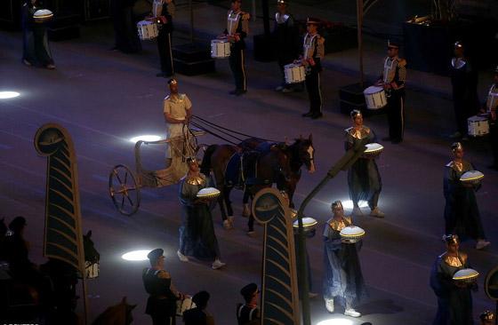 صورة رقم 25 - الرحلة الذهبية: مشهد تاريخي لنقل المومياوات المصرية الملكية بموكب مهيب
