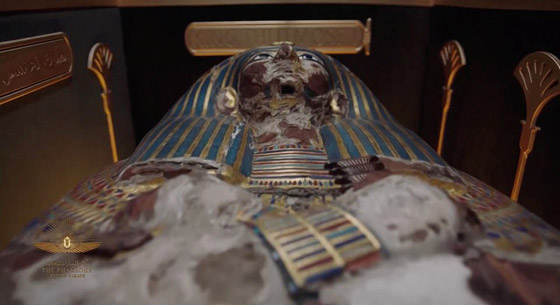 صورة رقم 27 - الرحلة الذهبية: مشهد تاريخي لنقل المومياوات المصرية الملكية بموكب مهيب