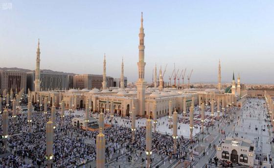 صورة رقم 4 - شرط أن يتلقوا اللقاح.. السعودية ترفع عدد المسموح لهم بالعمرة والمصلين بالمسجد الحرام في رمضان