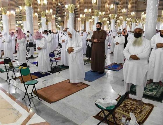 """صورة رقم 6 - أول صلاة تراويح في رمضان 2021 بالحرم المكي.. إجراءات استثنائية بمشاركة """"المحصنين"""" (صور)"""