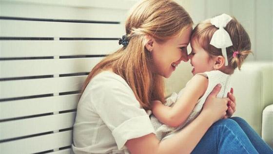 صورة رقم 2 - عادات مميزة يتوارثها الأطفال عن أمهاتهم!
