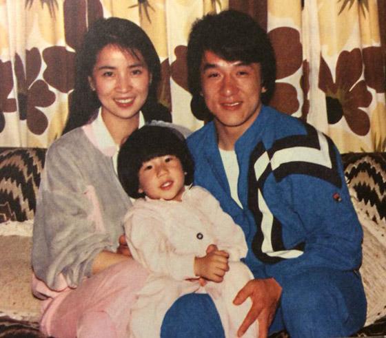 صورة رقم 5 - جاكي شان يتبرع بكامل ثروته ويحرم ابنه الوحيد من أمواله!