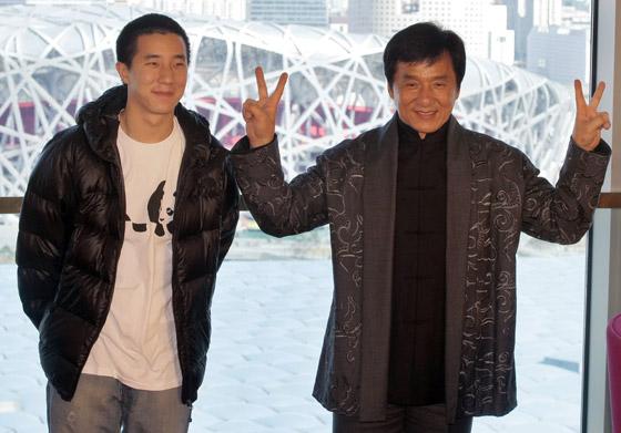 صورة رقم 6 - جاكي شان يتبرع بكامل ثروته ويحرم ابنه الوحيد من أمواله!
