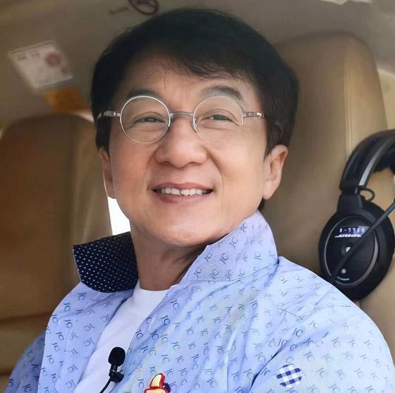 صورة رقم 11 - جاكي شان يتبرع بكامل ثروته ويحرم ابنه الوحيد من أمواله!