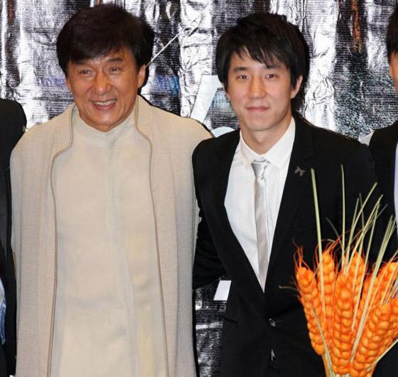 صورة رقم 9 - جاكي شان يتبرع بكامل ثروته ويحرم ابنه الوحيد من أمواله!