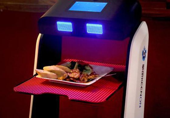 صورة رقم 6 - صور: مطعم أمريكي يوظف روبوتات لخدمة الزبائن لقلة الجرسونات! هل سيطالبك النادل الإلكتروني بالبقشيش؟